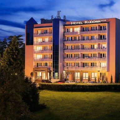 hotel-kudowa-wieczorem-1
